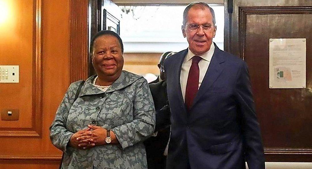 俄外長謝爾蓋·拉夫羅夫與南非外長娜萊迪·潘多爾在巴西舉行會晤