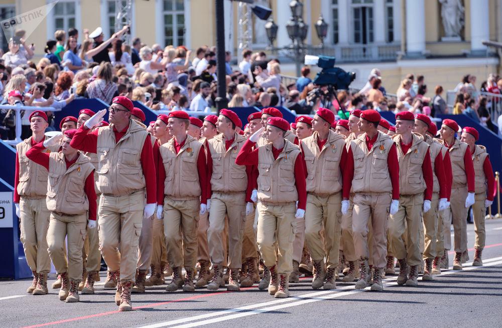 """全俄青少年军事爱国主义社会运动""""少年军""""成员"""