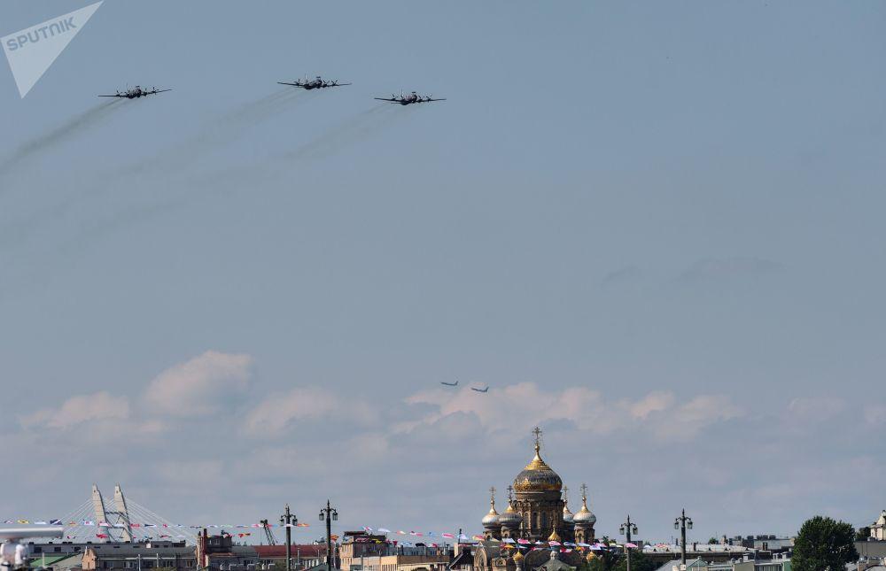 参阅军备还有参加过胜利日阅兵的飞机和直升机.