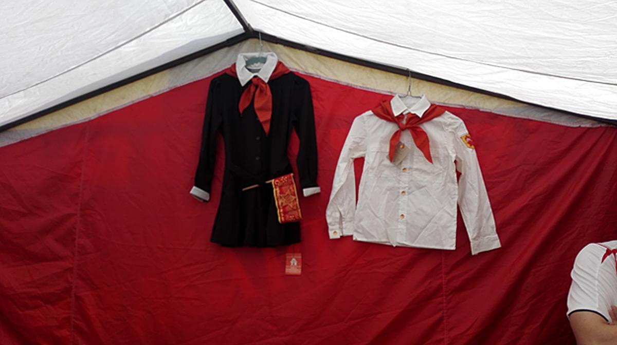 苏联少先队员服装在跳蚤市场上销路不错