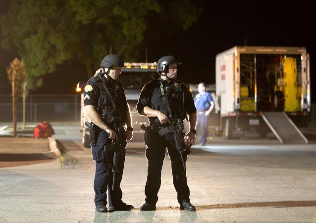 Полиция на месте стрельбы на фестивале Gilroy Garlic Festival в Калифорнии