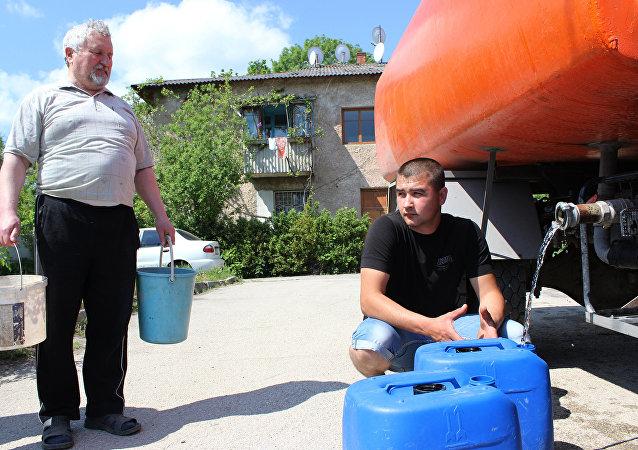 澤連斯基團隊拒絕向克里米亞恢復供水