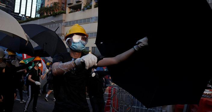 香港示威者制造交通瘫痪