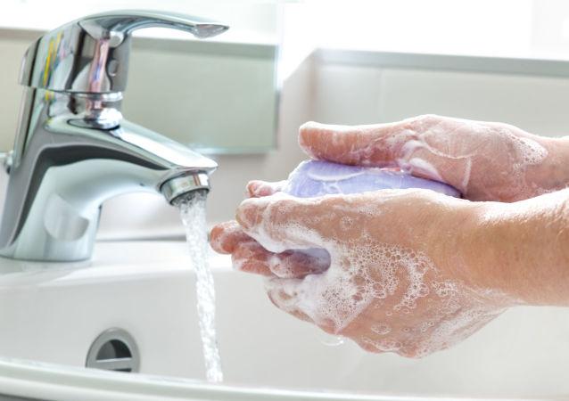 如厕后不洗手会导致感染超级细菌