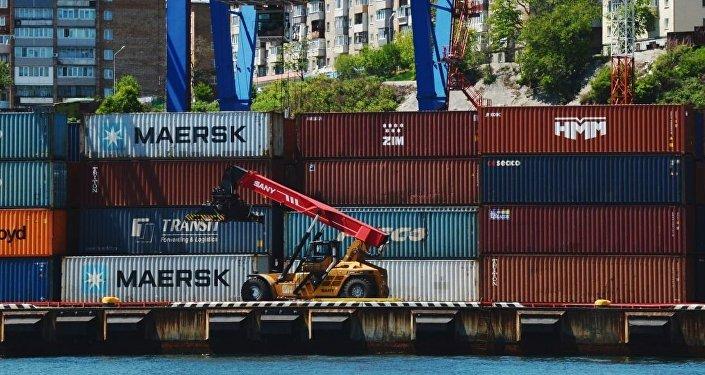 今年前7个月 越南贸易顺差18亿美元