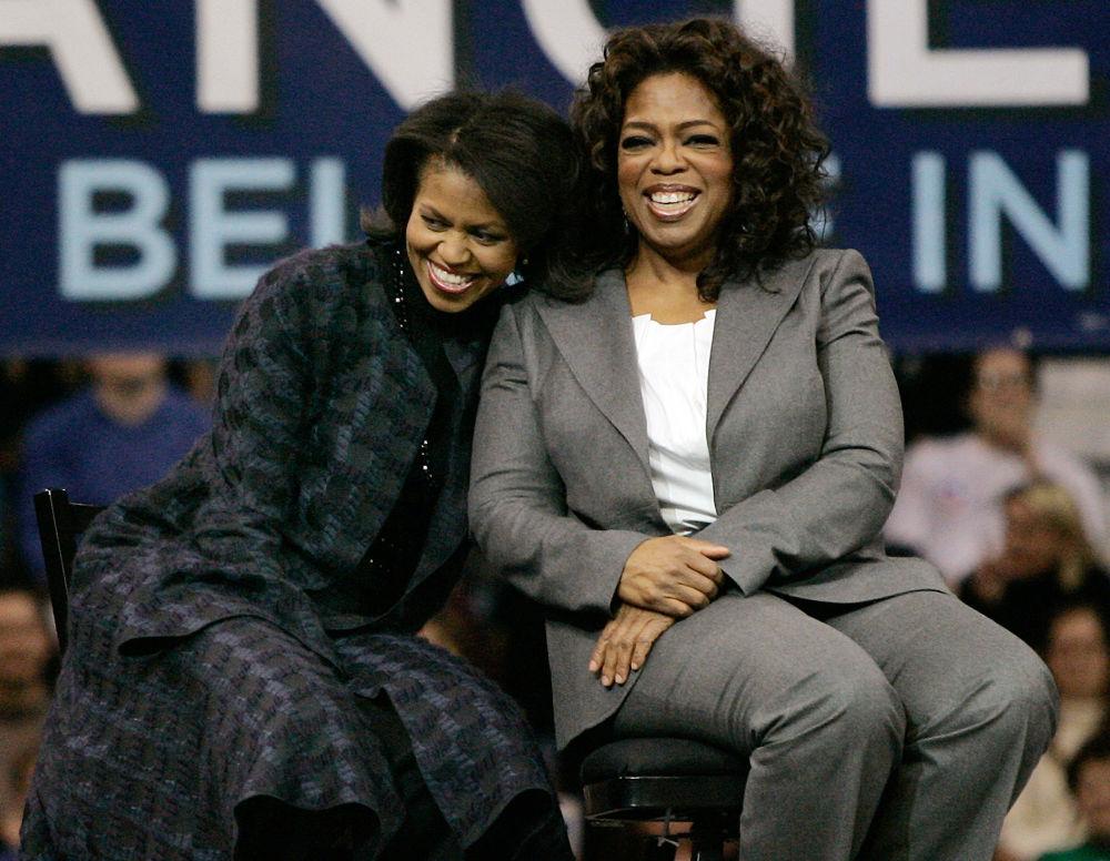 美國民主黨參議員夫人米歇爾·奧巴馬和電視節目主持人奧普拉·溫弗里,2007年。