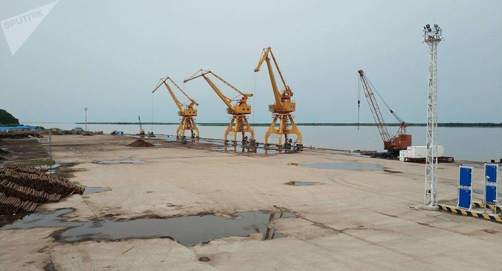 抚远口岸今年自俄罗斯进口货物7万吨