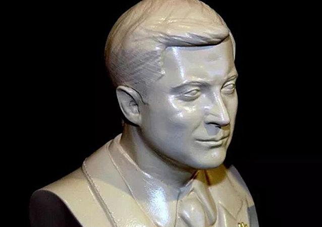 泽连斯基不接受自己的半身石膏塑像这个礼物