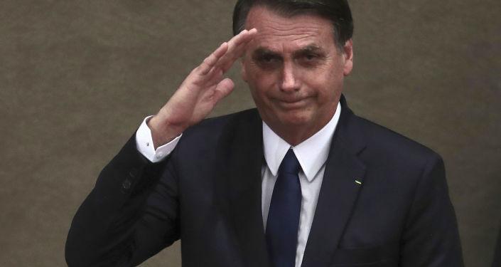 巴西总统为了理发取消会晤法国外长