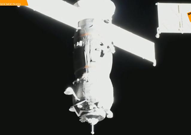 俄联盟号火箭携带进步MS-12货运飞船顺利升空