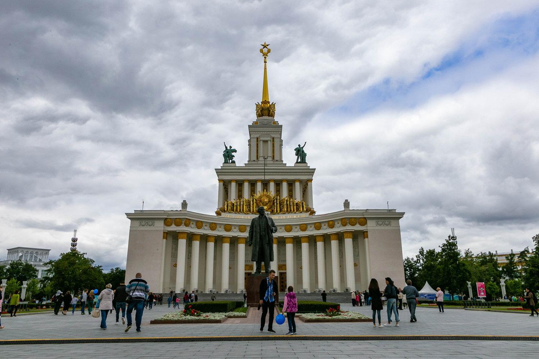 修复后的全俄国民经济成就展览馆中央展馆。这是1954年建成后中央展馆的样子