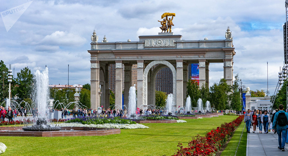 100多万名宾客在全俄国民经济成就展览馆建馆80周年这天到访这里