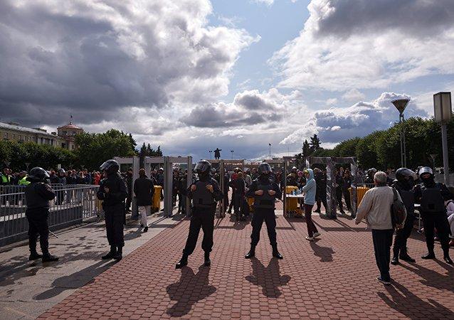 圣彼得堡举行千人的集会