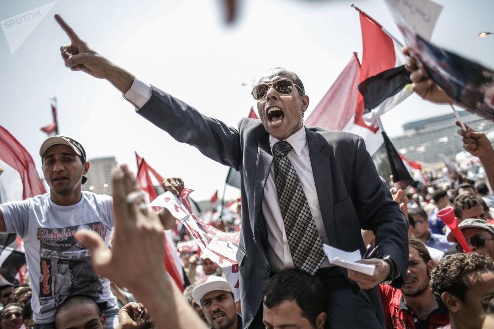 穆罕默德·卡扎菲的反對者在埃及開羅解放廣場。