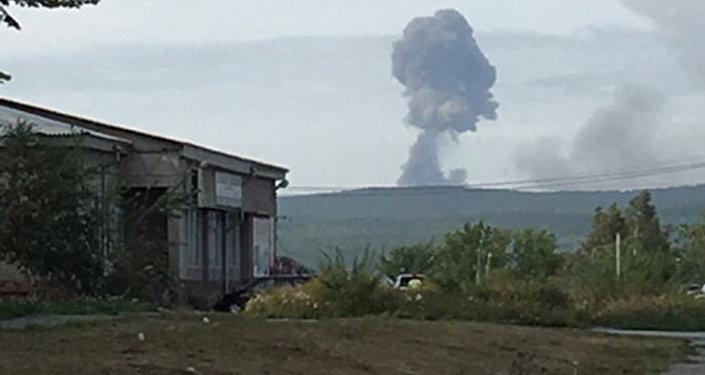 Из деревни под Ачинском из-за взрывов на складе боеприпасов эвакуируют жителей: есть погибшие