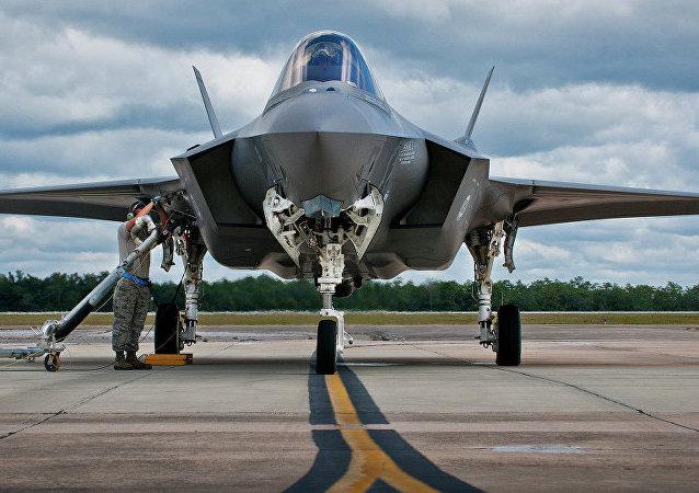 波兰高官:波兰计划向美国购买32架F-35战斗机