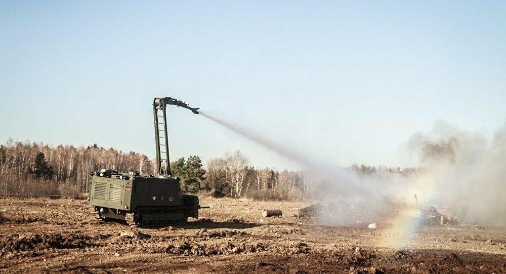已將2台多功能綜合性消防機器人調至軍火庫火災現場