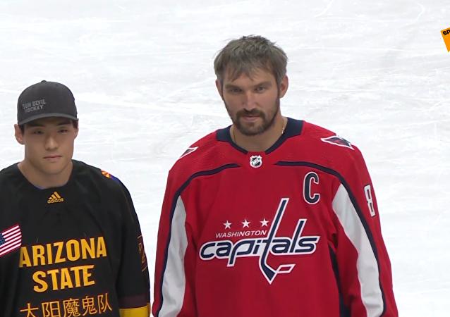 俄冰球名将奥韦奇金作为NHL国际大使到访北京