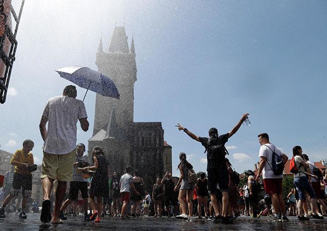 法国圣米歇尔山市长因干旱决定限制游客用水量