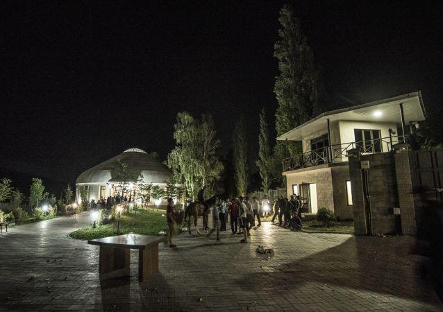 吉尔吉斯斯坦前总统承诺释放被关押在其宅邸的特种部队士兵