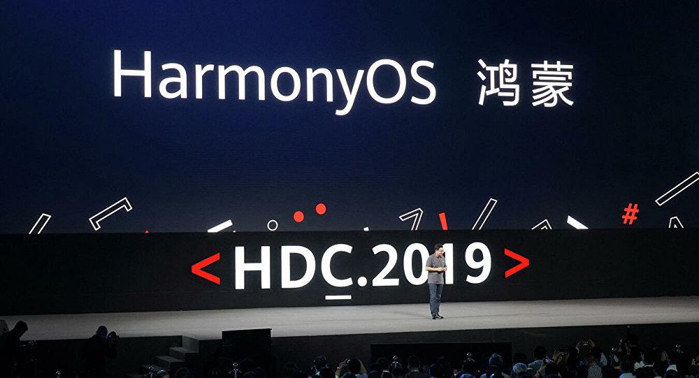 Презентация операционной системы HarmonyOS на конференции разработчиков Huawei в Дунгуане. 9 августа 2019