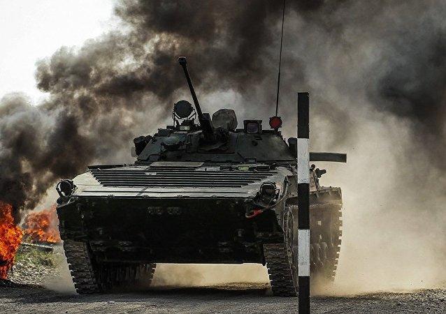 俄中兩國空降兵在「空降排」新一階段比賽中獲得前兩名