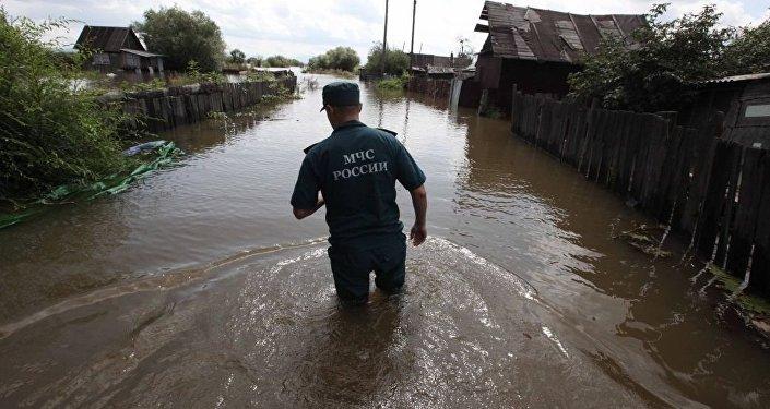 哈巴羅夫斯克附近島上的別墅區幾乎都被淹(資料圖片)