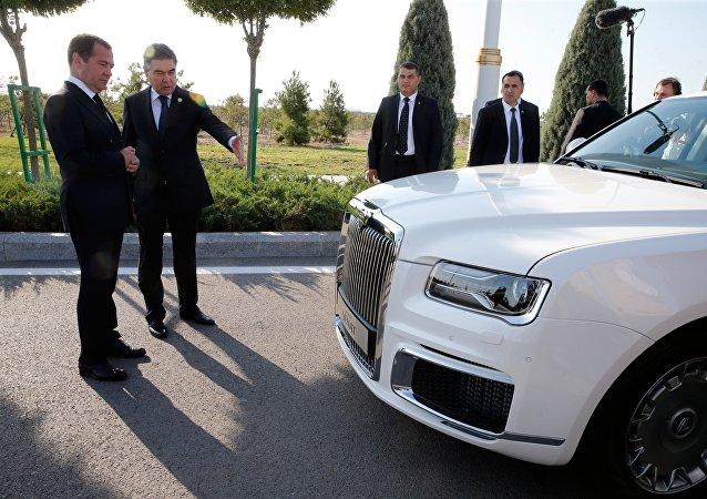 俄Aurus轿车