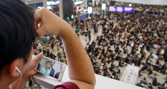 警方表示,有5000余人参加香港机场抗议活动
