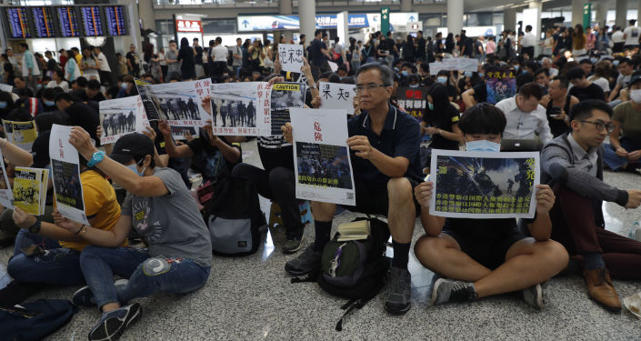 暴徒非法禁锢殴打记者严重践踏新闻自由 与恐怖分子无异