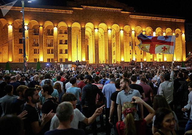 格魯吉亞反對派在第比利斯封鎖所有議會入口