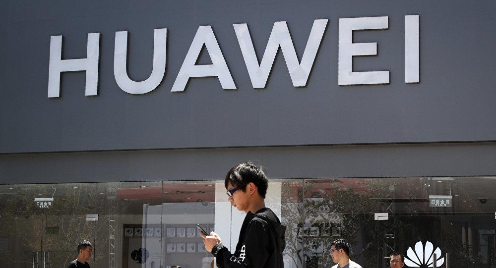 华为发布首款5G折叠屏智能手机Mate X 展开即为平板电脑