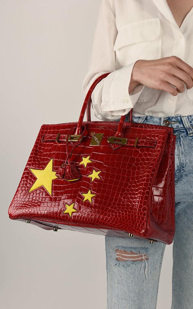 愛馬仕發佈中國國旗圖案鰐魚皮包