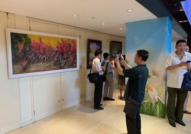 纪念中俄建交70周年画作展开幕式在京举行