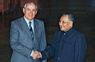 1989年5月,邓小平和戈尔巴乔夫举行历史性会晤,标志两国关系正常化。