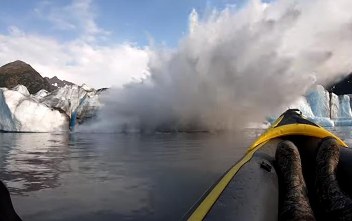 碎冰突然掉落 吓坏冰川探险者