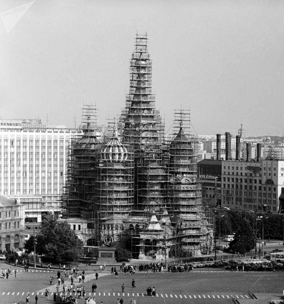 莫斯科红场上圣瓦西里教堂的修复工作。1979年。