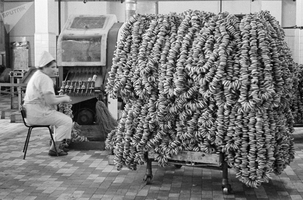 面包圈工厂。1967年。