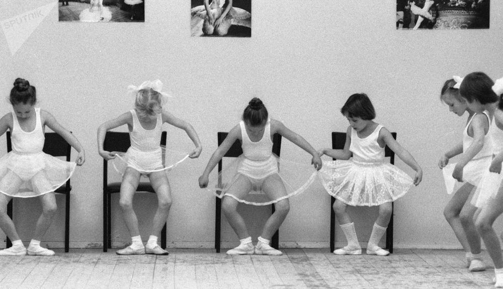 舞蹈课。1985年。