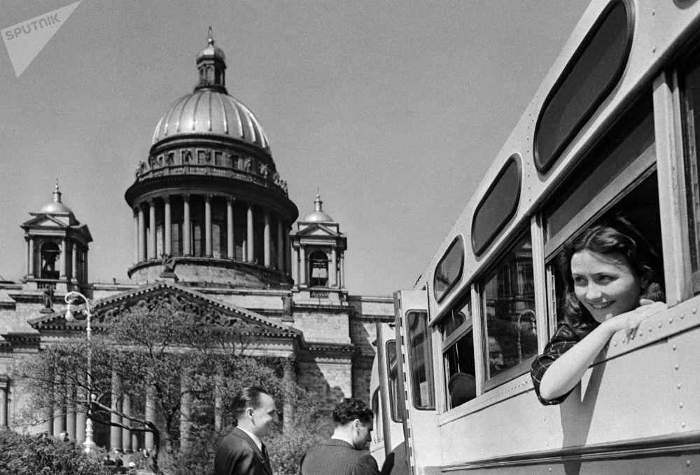在列宁格勒市旅游的游客。1952年。