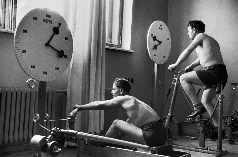 """""""基斯洛沃茨克-中央联合社""""疗养院的健身房。1940年。"""