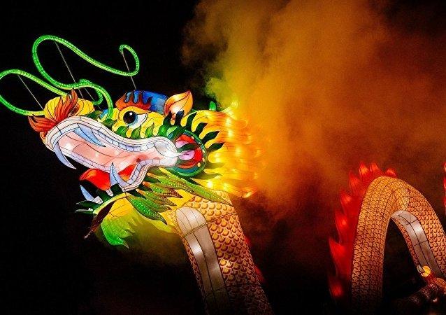 圣彼得堡中国巨型灯笼节开幕
