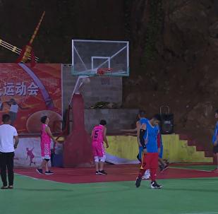 貴州溶洞變籃球場