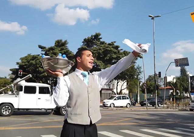 巴西街头卖水的网红小哥