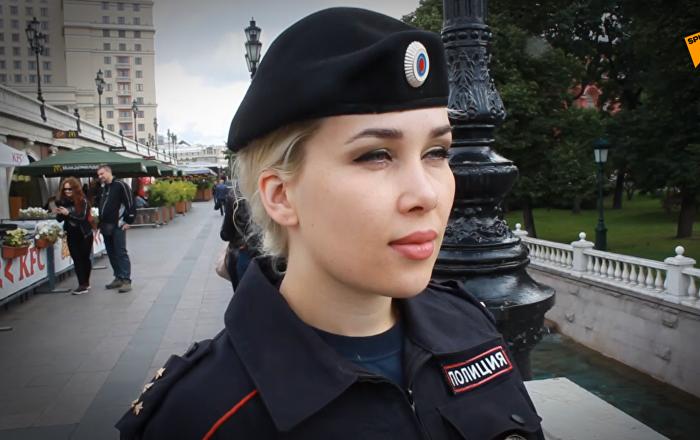 必威体育美女警察