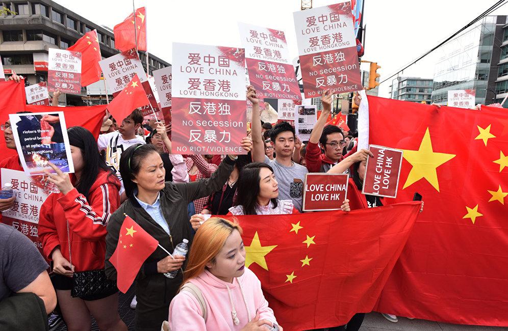 在加华人爱国护港游行