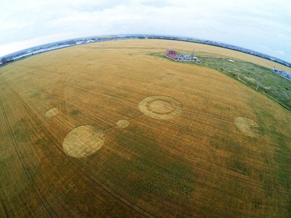 科学家坚信,不时出现在世界各地田地里的圆形、椭圆形和三角形怪圈,不是外星人造访过的痕迹。从现代科学的角度解释,大多数怪圈是地球的产物。