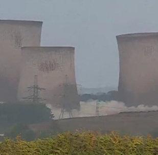 英國一座大型電廠像紙牌屋一樣坍塌