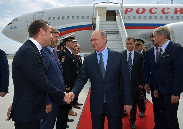 普京抵达马赛,从那里启程会晤法国总统马克龙