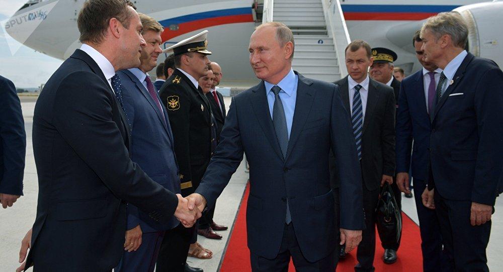 普京抵達馬賽,從那裡啓程會晤法國總統馬克龍